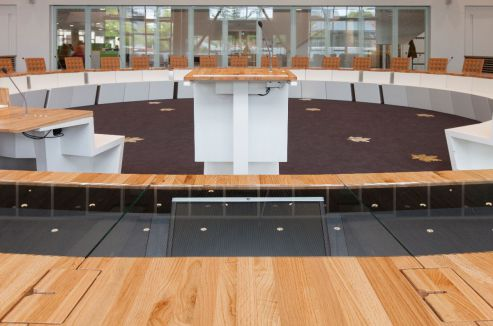 Raadzaal voor multifunctioneel gebruik