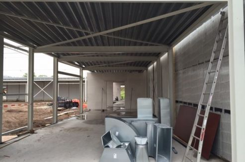 De nieuwe ontmoetingsruimte naast de horeca van het zwembad